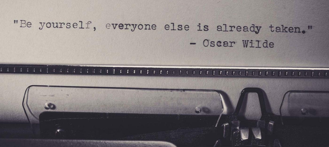 O hârtie și un stilou, o poveste pe viață și pe moarte, încercări repetate, inspirație în loc de aer, iubirea ca reper, răni adânci ori o nevoie indispensabilă de vindecare.